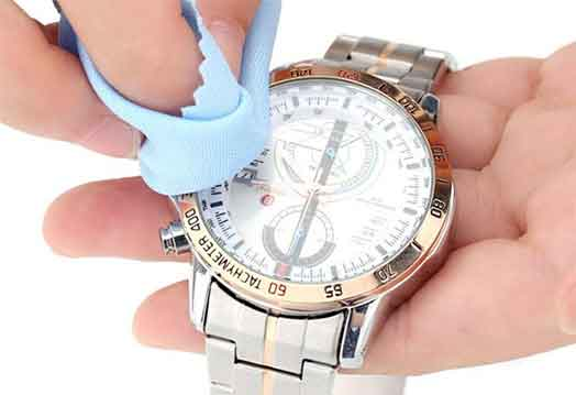 Cách vệ sinh đồng hồ kim loại đúng cách
